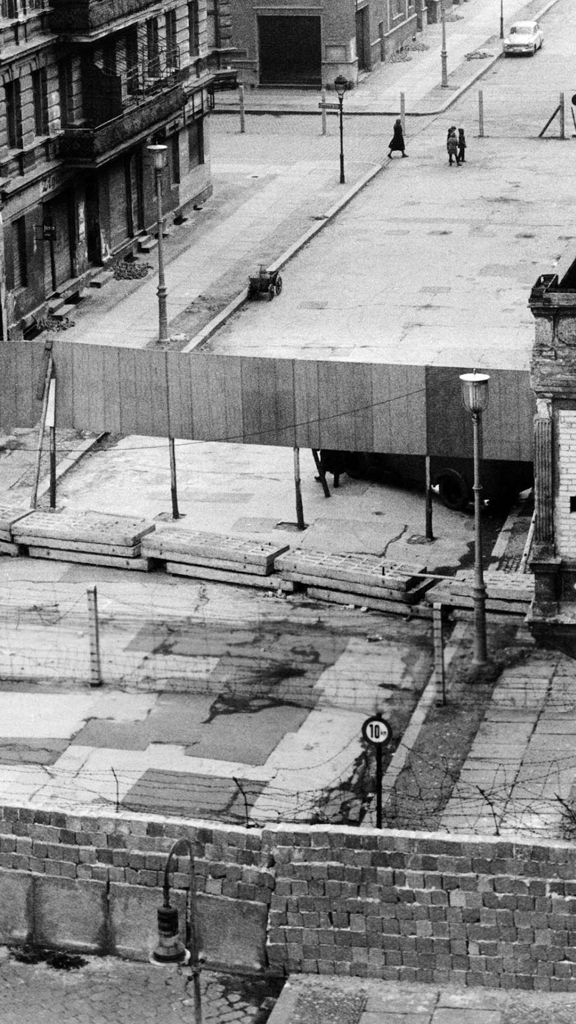 Spektakulaer Flugt Under Berlinmuren Historienet Dk