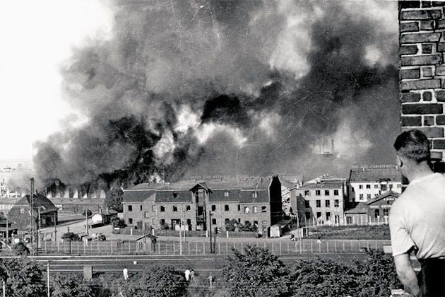 Våbenfabrik går op i røg.