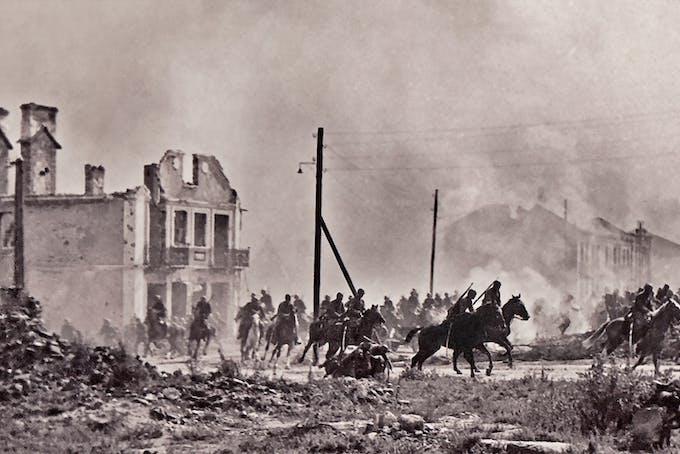 Polskt kavalleri stormar fram i Sochaczew väster om Warszawa 1939 under slaget vid Bzura.