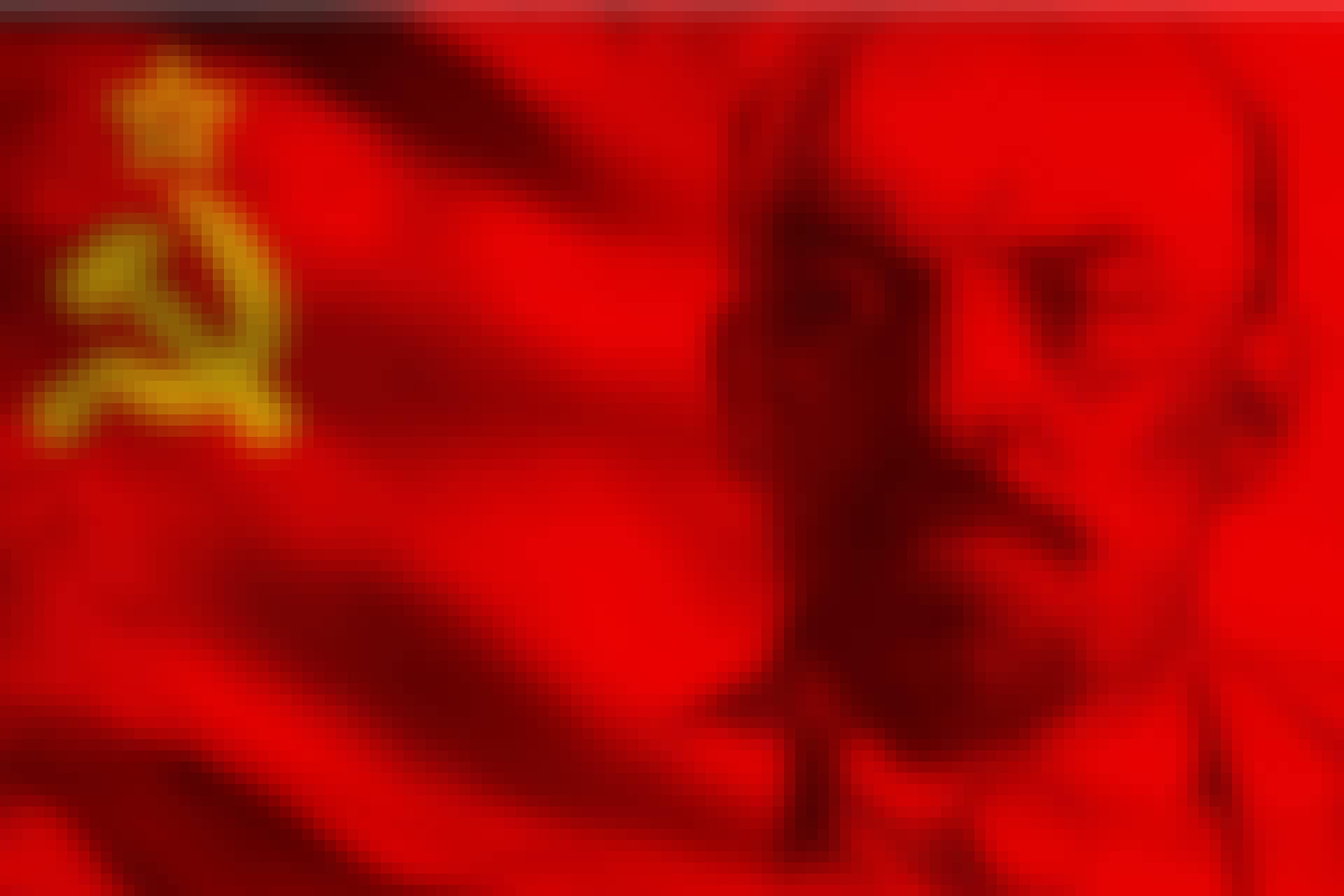 Lenin framför Sovjetunionens flagga.