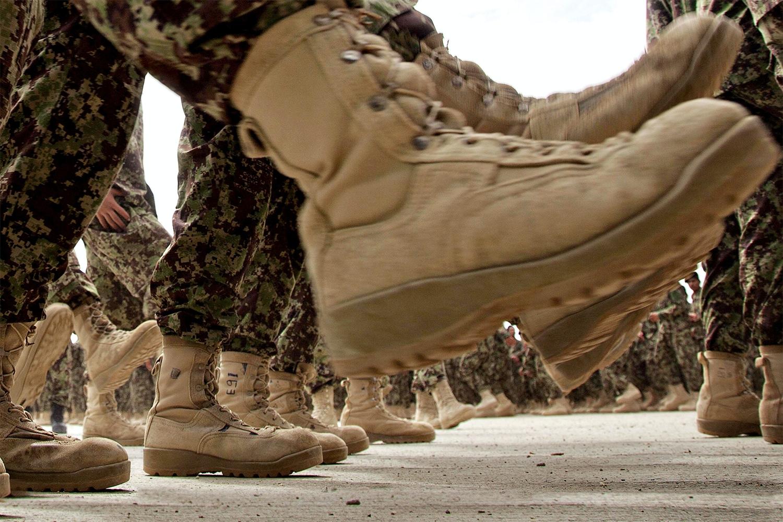 Skor för strid – sandaler och sabatons | varldenshistoria.se