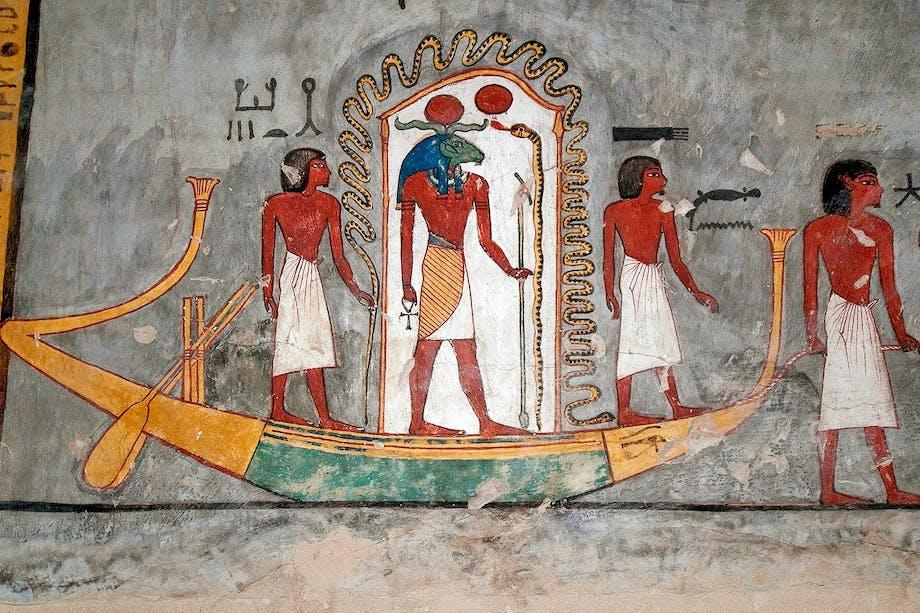 Den egyptiske solguden Re styr solbåten.