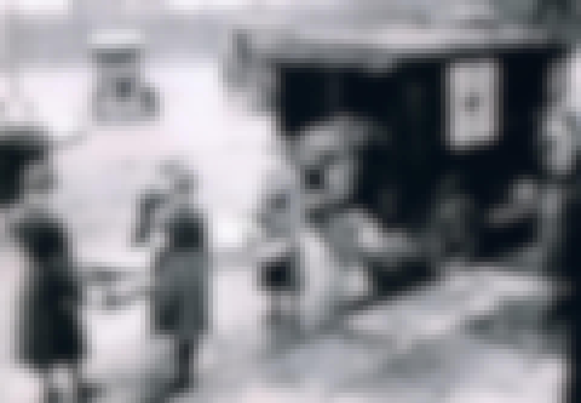 Røde kors-medarbejdere transporterer ofre for Den Spanske Syge