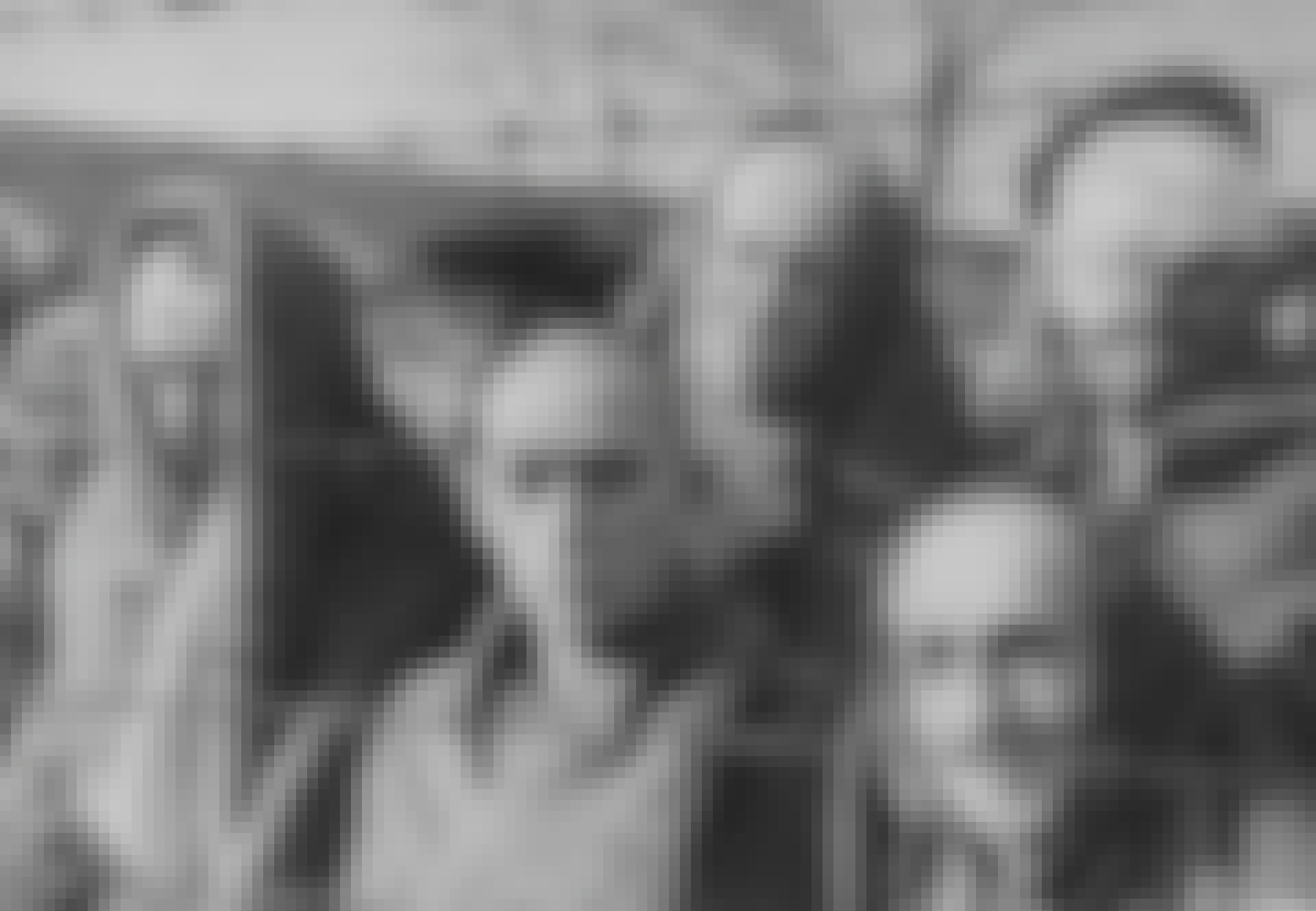 Auschwitz-gevangenfanger bag pigtråd