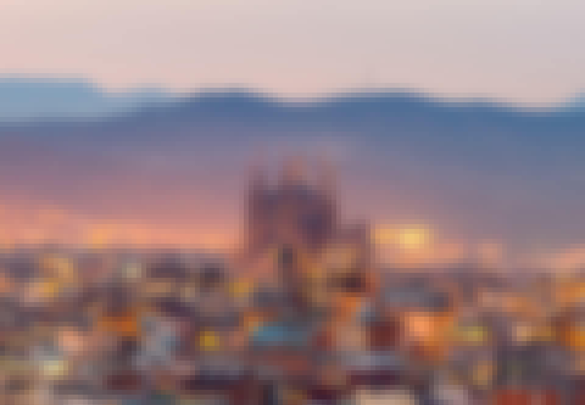 Vakre Barcelona i skumringen