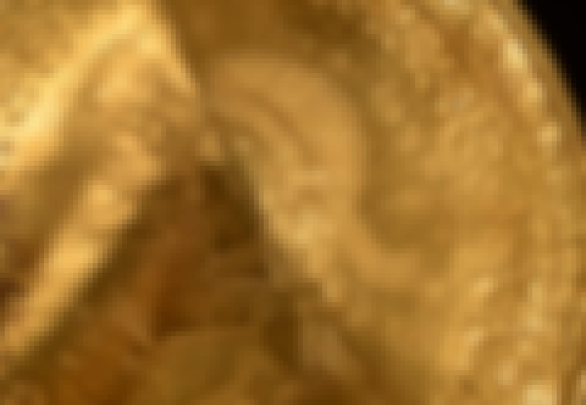 Kultainen amuletti, jossa on Odinin kuva