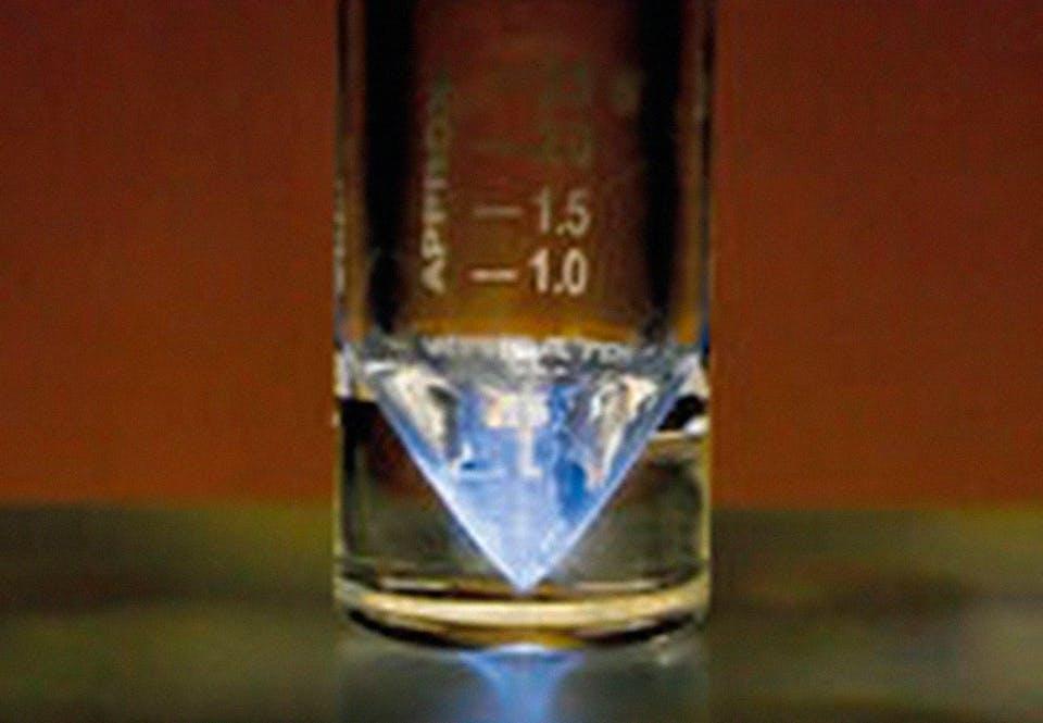 Aktinium-225 on yksi useista radioaktiivisista aineista, joita ruiskutetaan tai viedään leikkauksessa ihmiskehoon.
