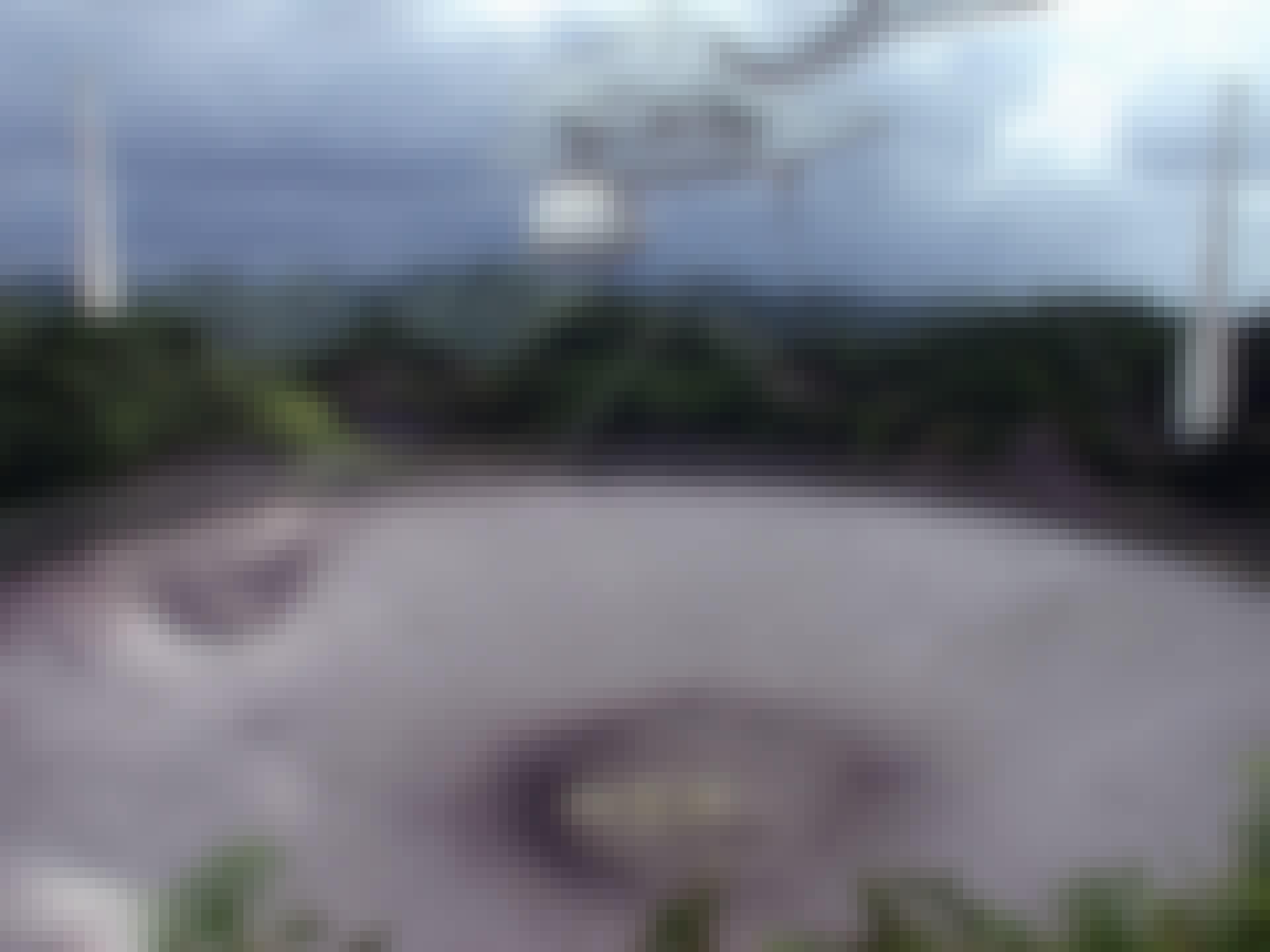 De enorme Arecibo-telescoop in Puerto Rico heeft radiosignalen uit de ruimte opgevangen.