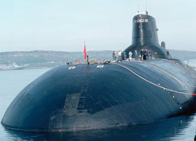 De Russische onderzeeër Dmitri Donskoi (TK-208).