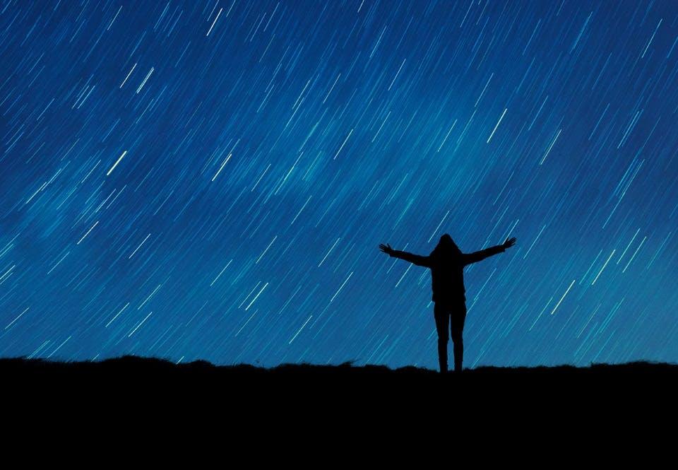 Stjerneskud på nattehimmel