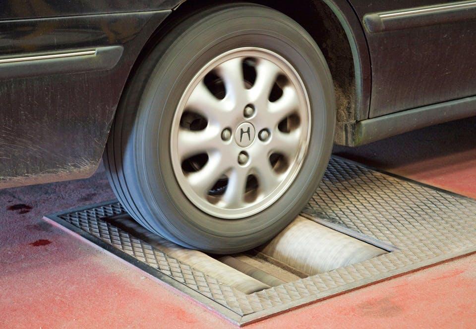 Rollenbank meet pk van auto