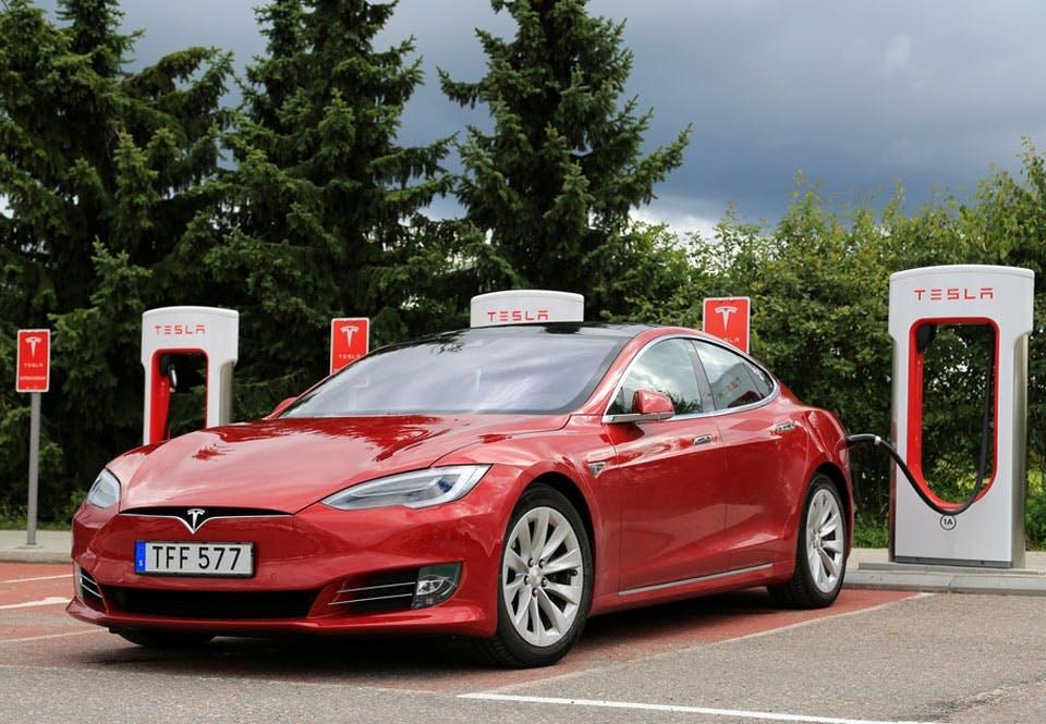 Nieuwe Accu Voor Elektrische Auto S Geeft Benzineauto S Het Nakijken