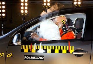Kan et slag udløse en airbag?