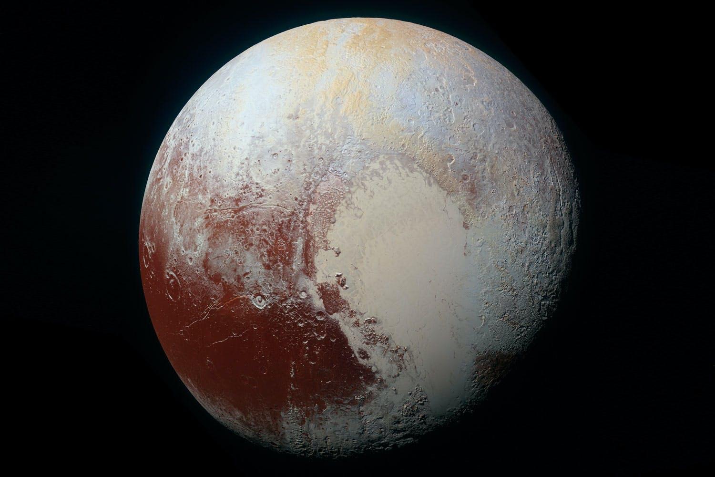 Bekijk Pluto van HEEL dichtbij