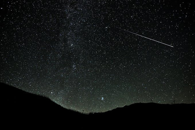Tähdenlennot – Miksi tähdenlentoja esiintyy joinakin päivinä runsaasti?