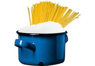 Varför kokar pasta ofta över?