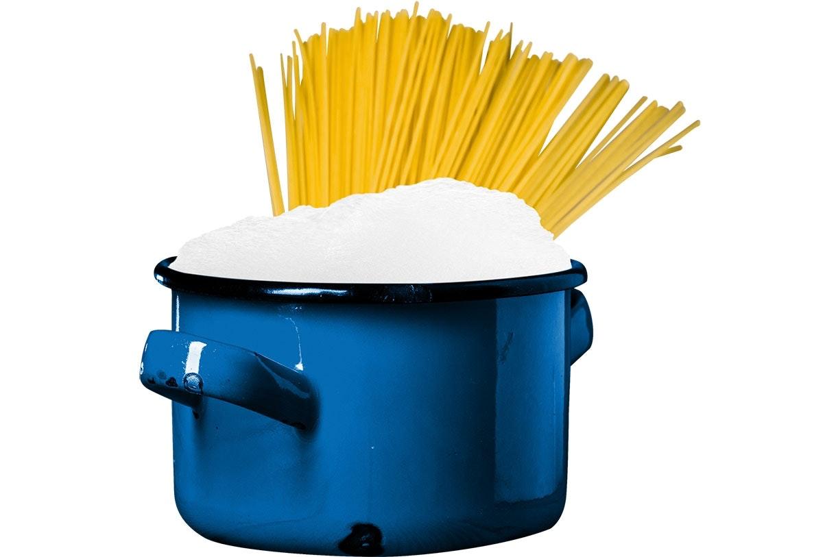 Hvorfor koger pasta ofte over?