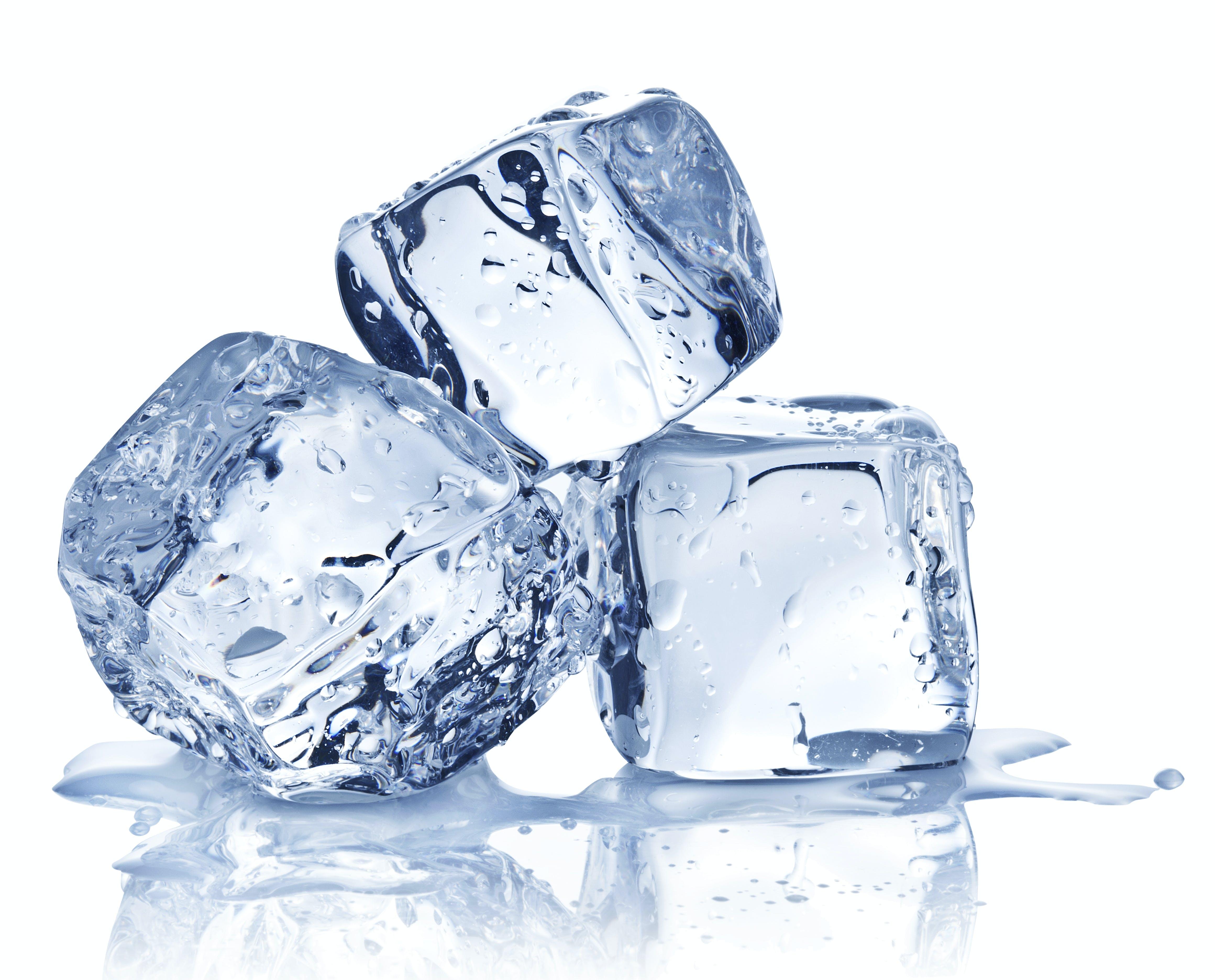 Kuumasta vedestä saa nopsemmin jääkuutioita