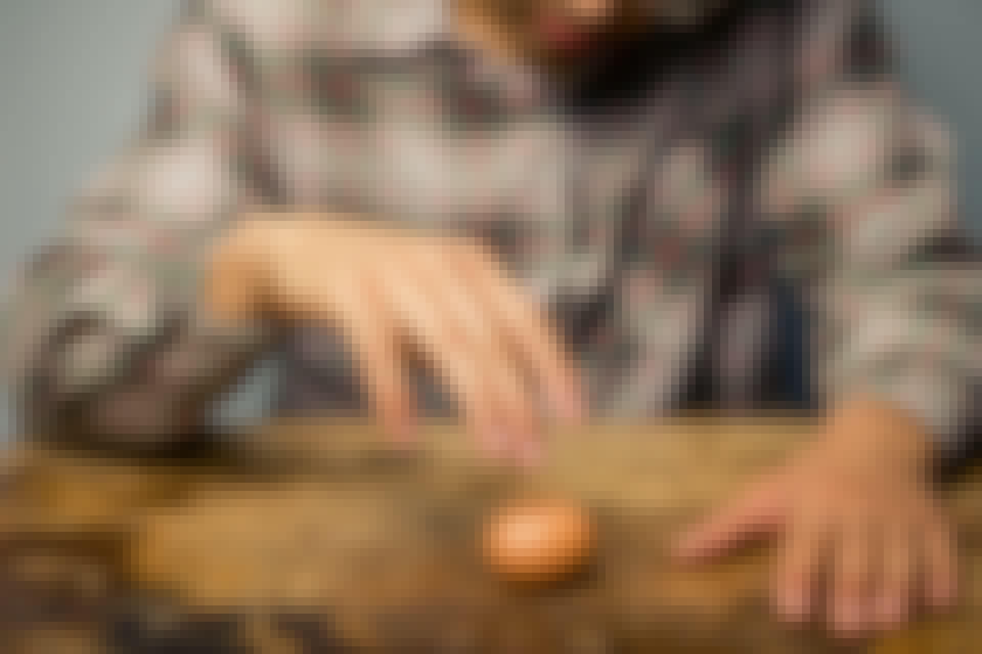 Varför snurrar ett kokt ägg fortare än ett rått?