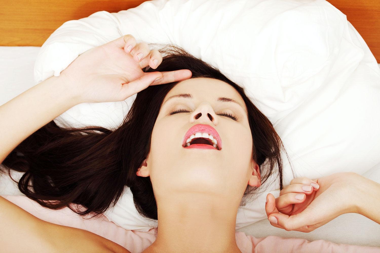Kvinnor kan känna smärta under orgasm, trots att de inte känner.
