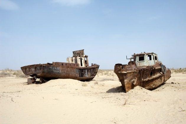 Rusty fishing boats at the Arallake