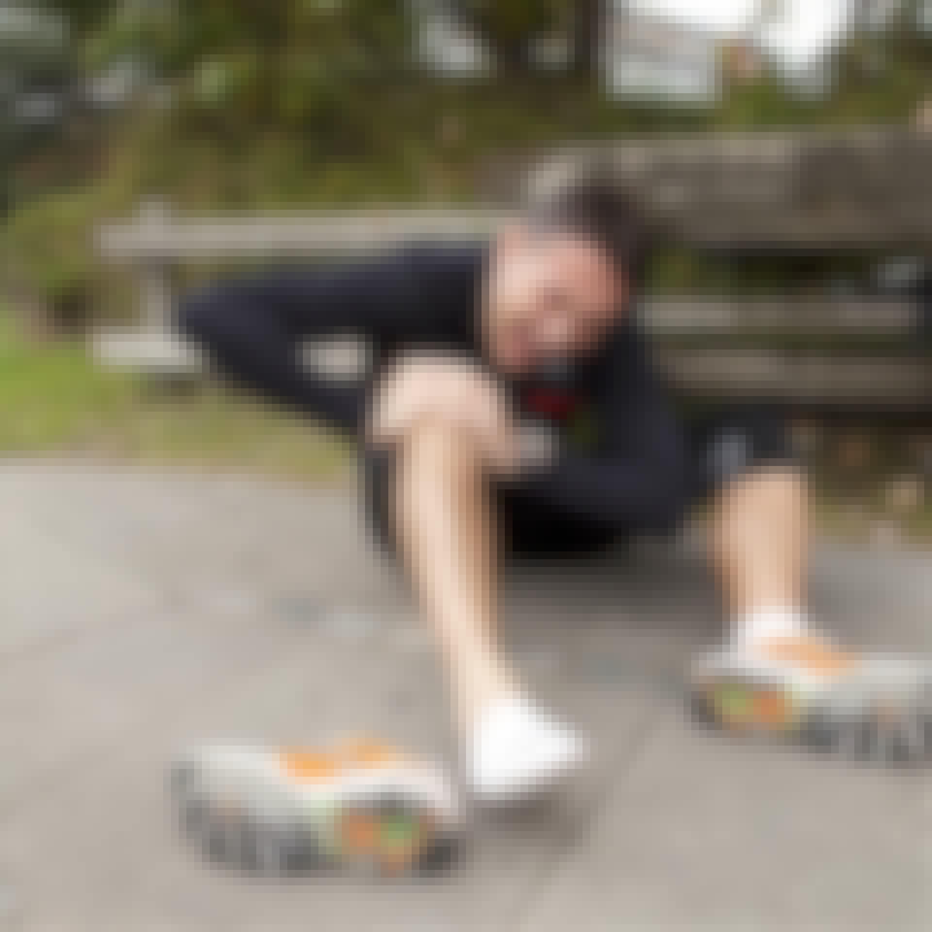Cramp spasm hurt knee man runner