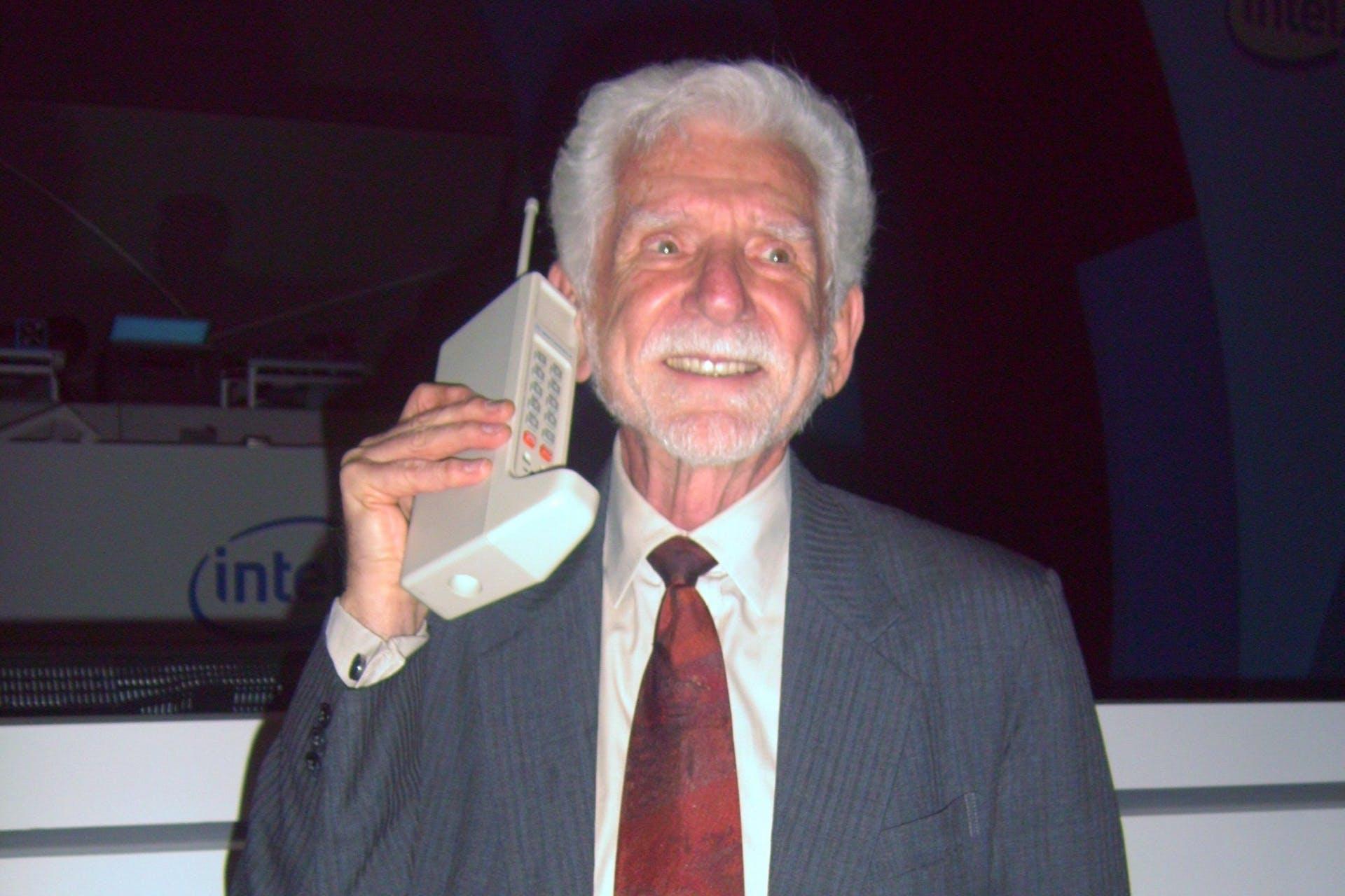 Hvem fant opp mobiltelefonen?
