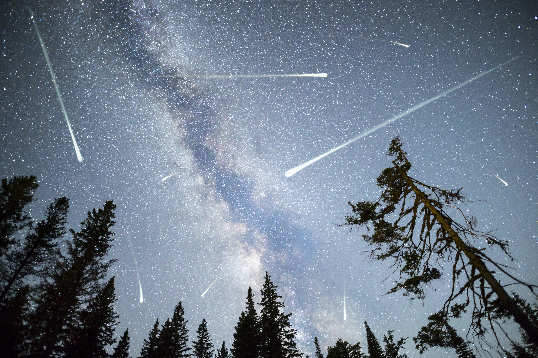 Meteorenzwerm – meteor shower