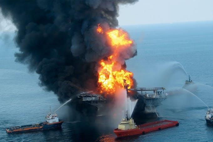 Deepwater Horizon in flames