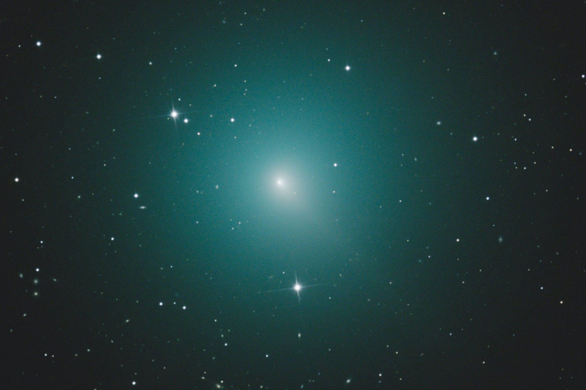 Komeetje komt ongewoon dicht bij de aarde