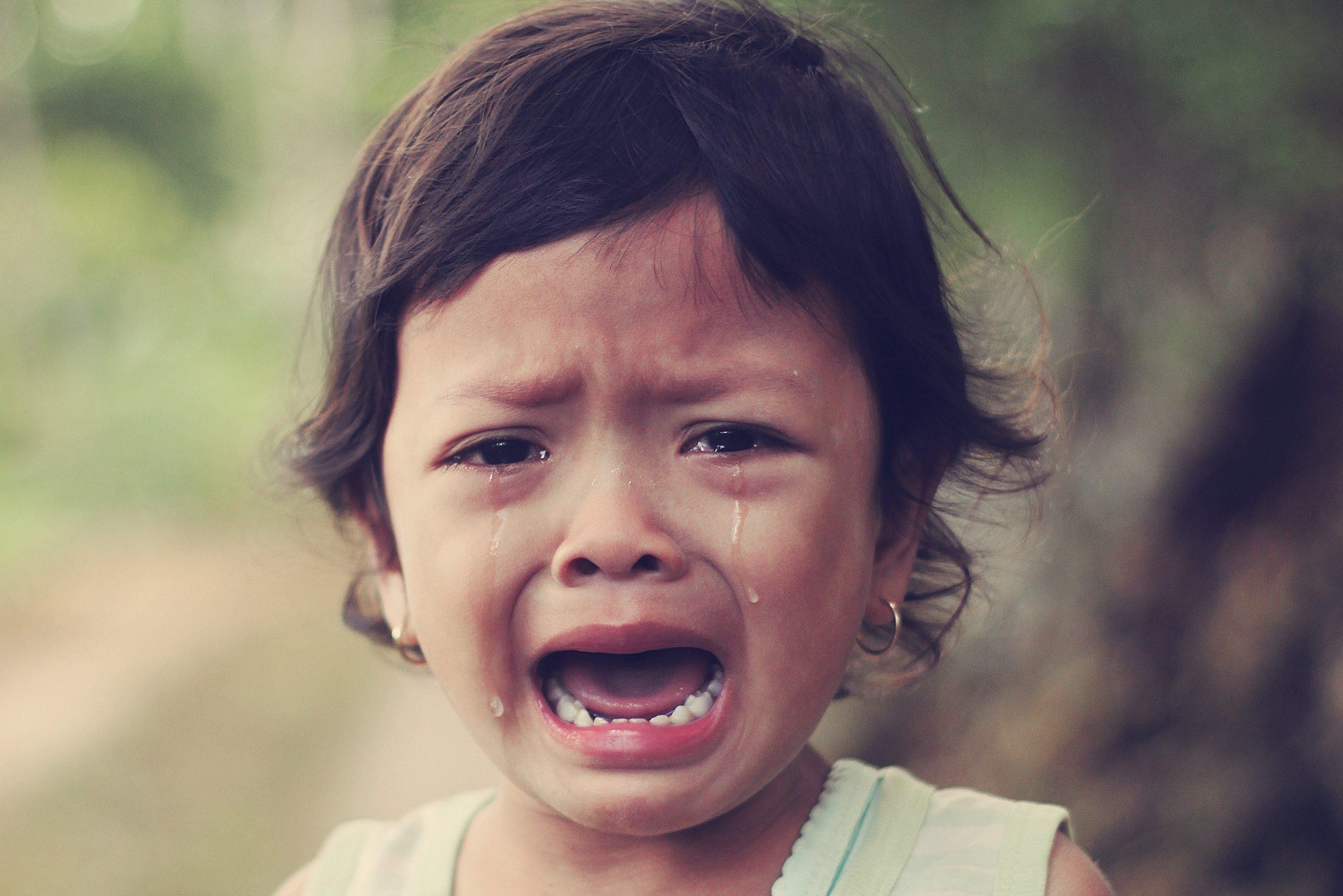 svullna ögon efter gråt