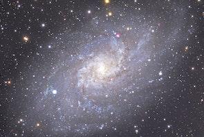 Trekantsgalaksen er en spiralgalakse 60.000 lysår væk med med 40 mia stjerner.