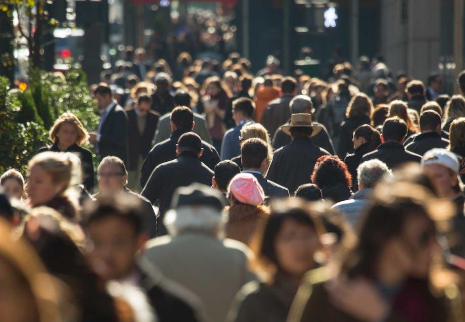 Stor menneskemængde i bybilledet