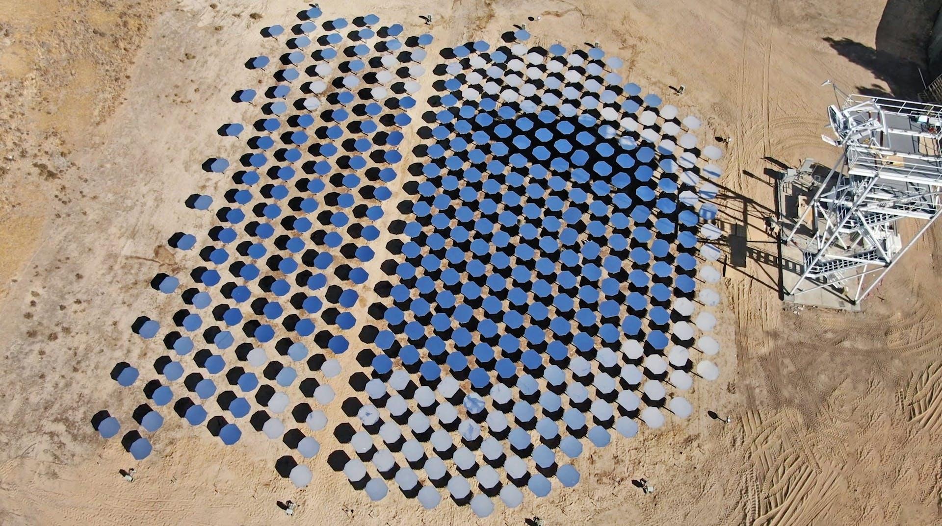 Heliogen on rakentanut Heliomax-järjestelmän, joka kuumentaa sementin pelkästään aurinkoenergialla.