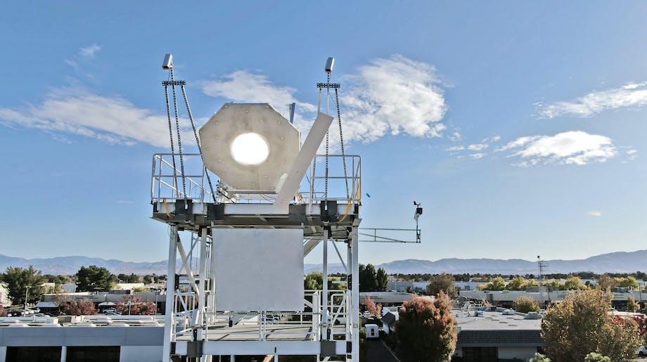 Piste muuttuu valkohehkuiseksi kaikesta keräämästään aurinkoenergiasta.