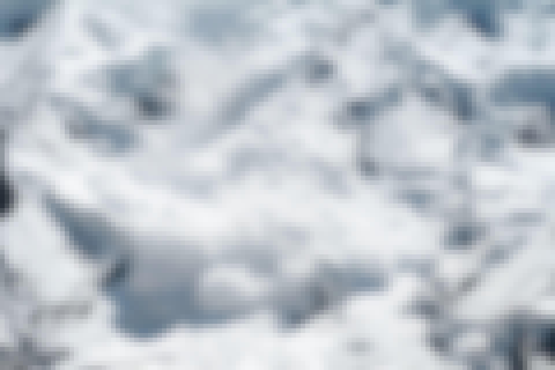 Snøskred på vei ned et fjell