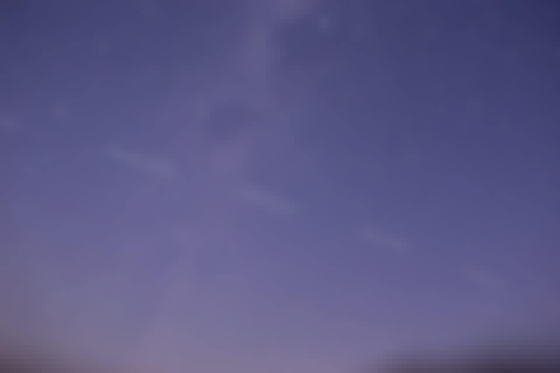 Starlink satellittåg på väg över natthimlen