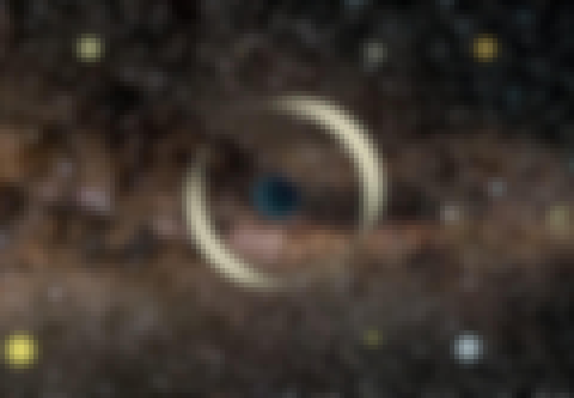Mikrolinssi-ilmiö ympäröi taivaankappaleen loistavalla renkaalla