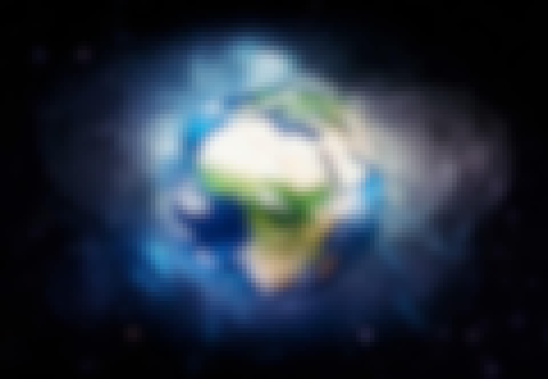 Maan magneettikenttä suojaa planeettaa.