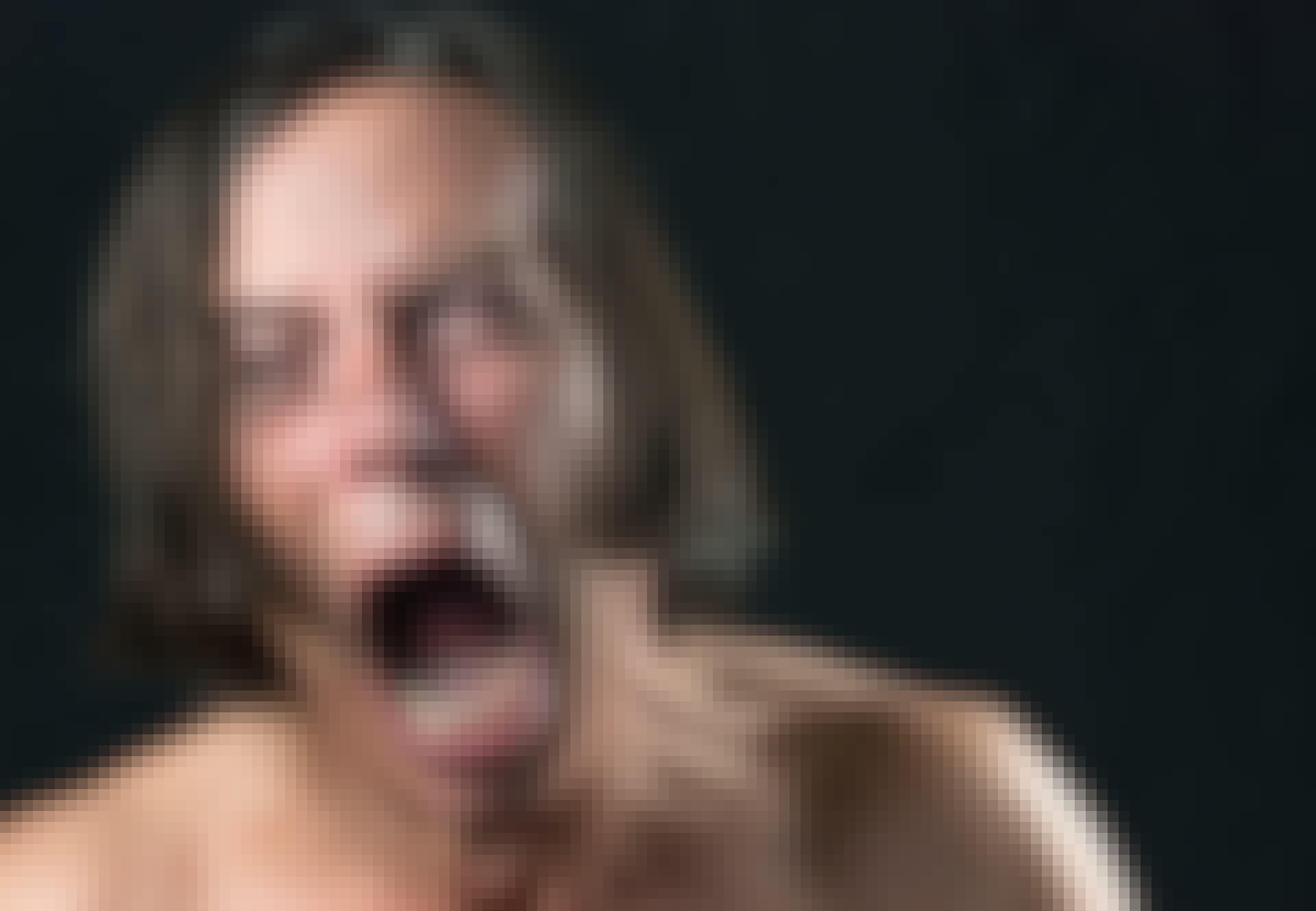 Mand skriger af smerte