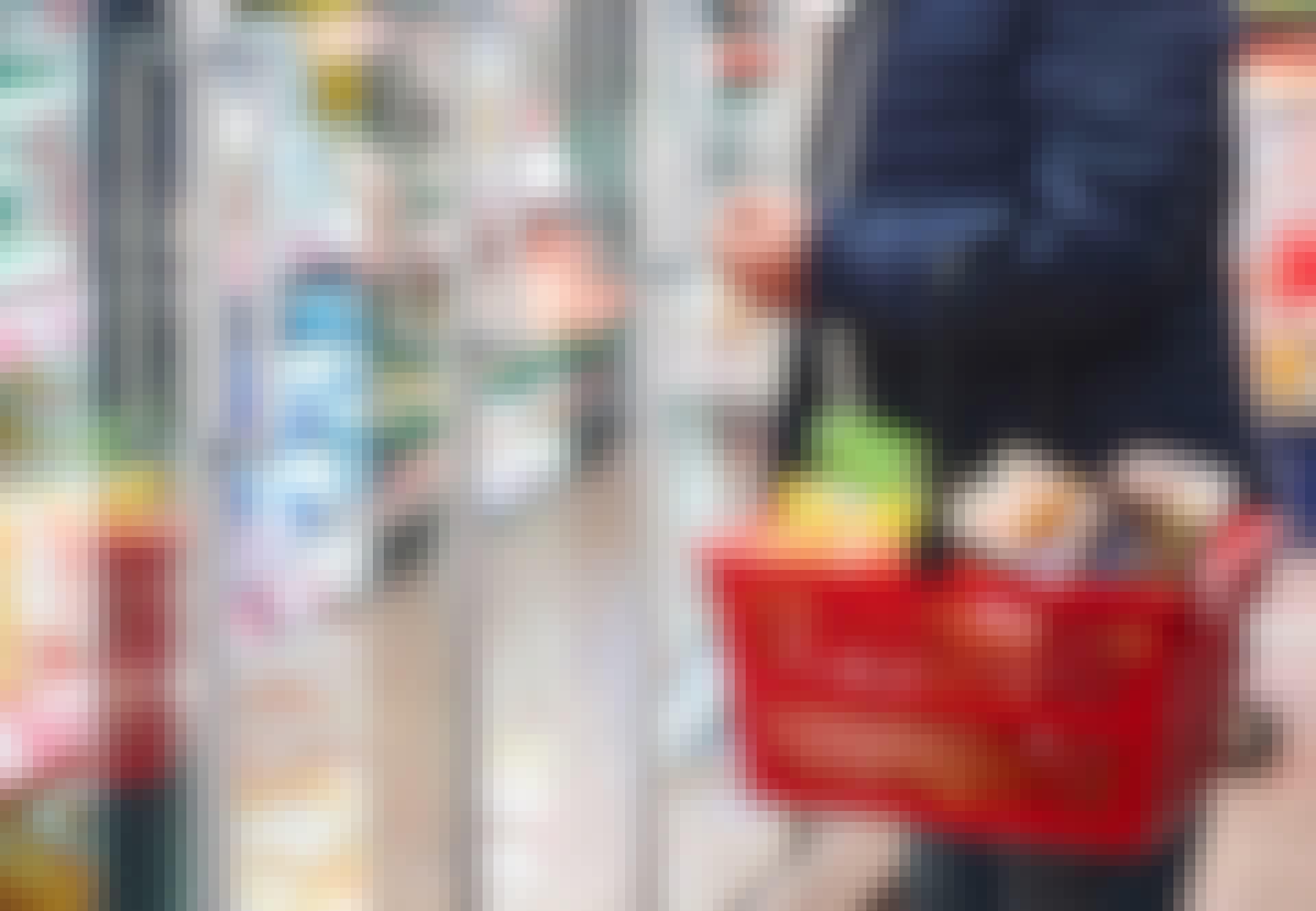 Mies ja ostoskori