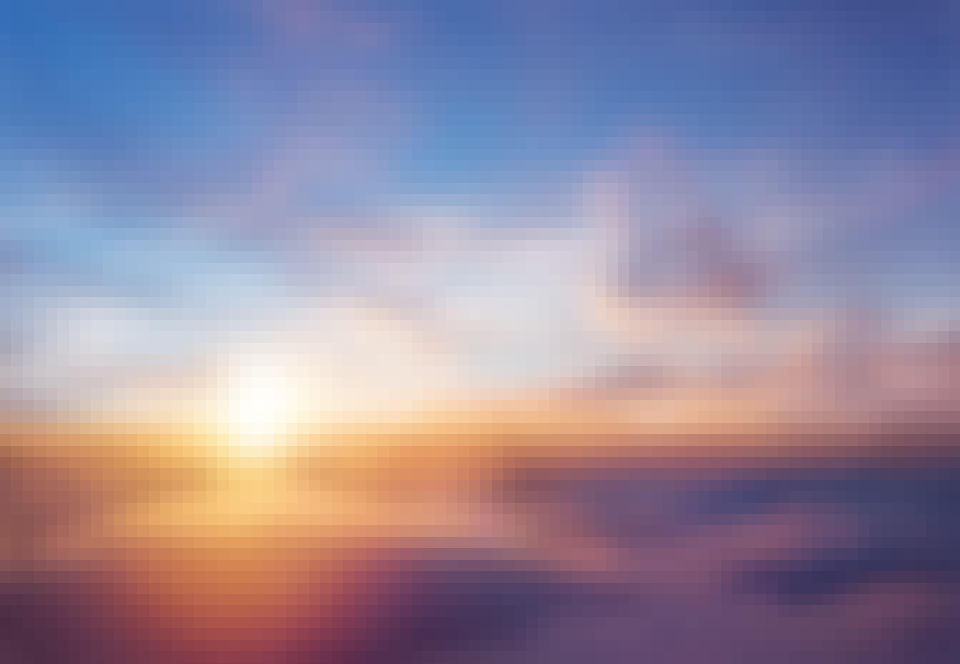 Solen forsvinner under skyene