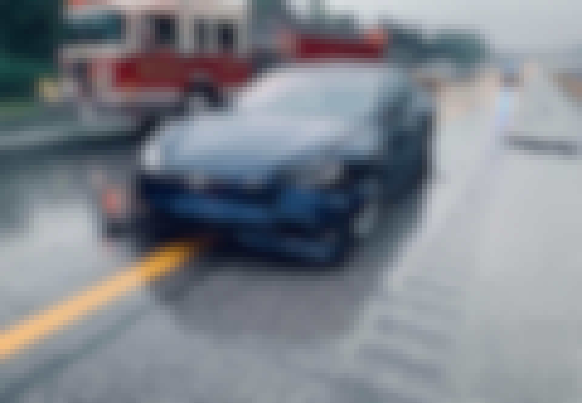 Tesla forulykket på motorvej.