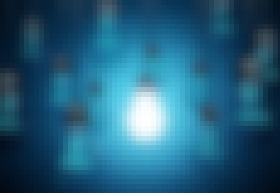 En glödlampa lyser i bland andra släckta
