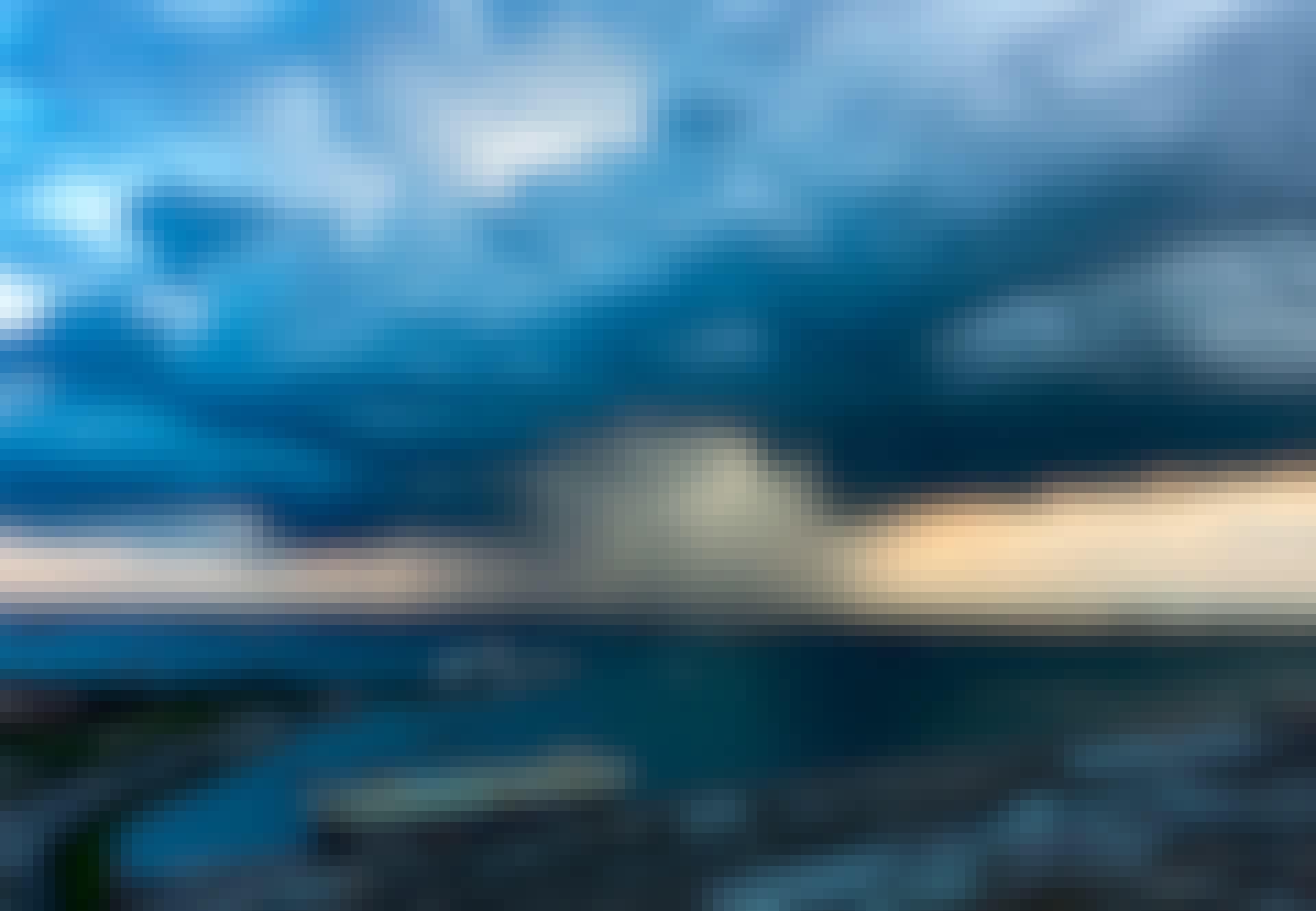 Skybrud over havn og by