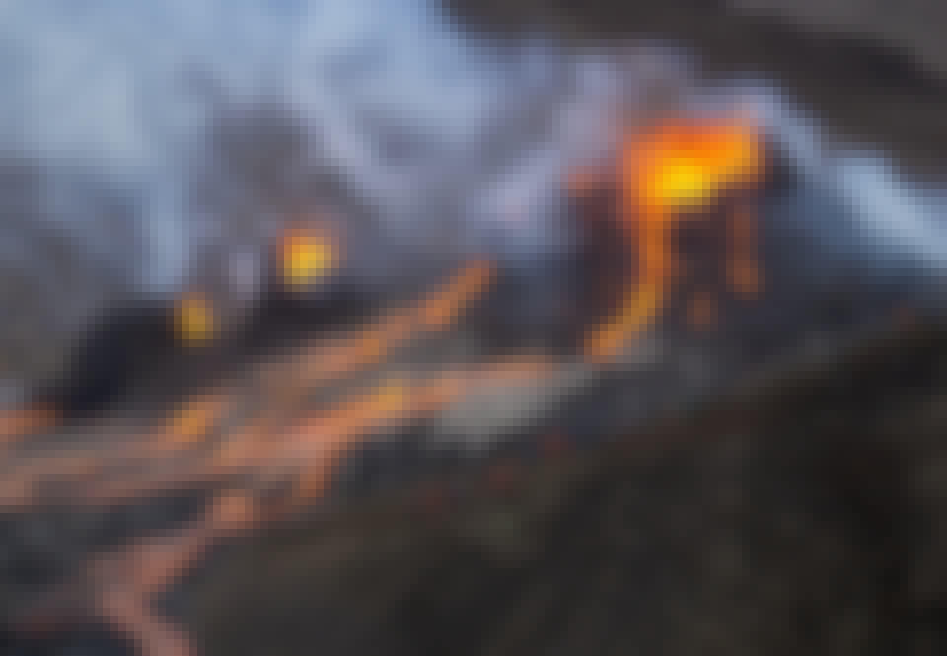 Vulkan i Geldingadalir sprutar ut lava