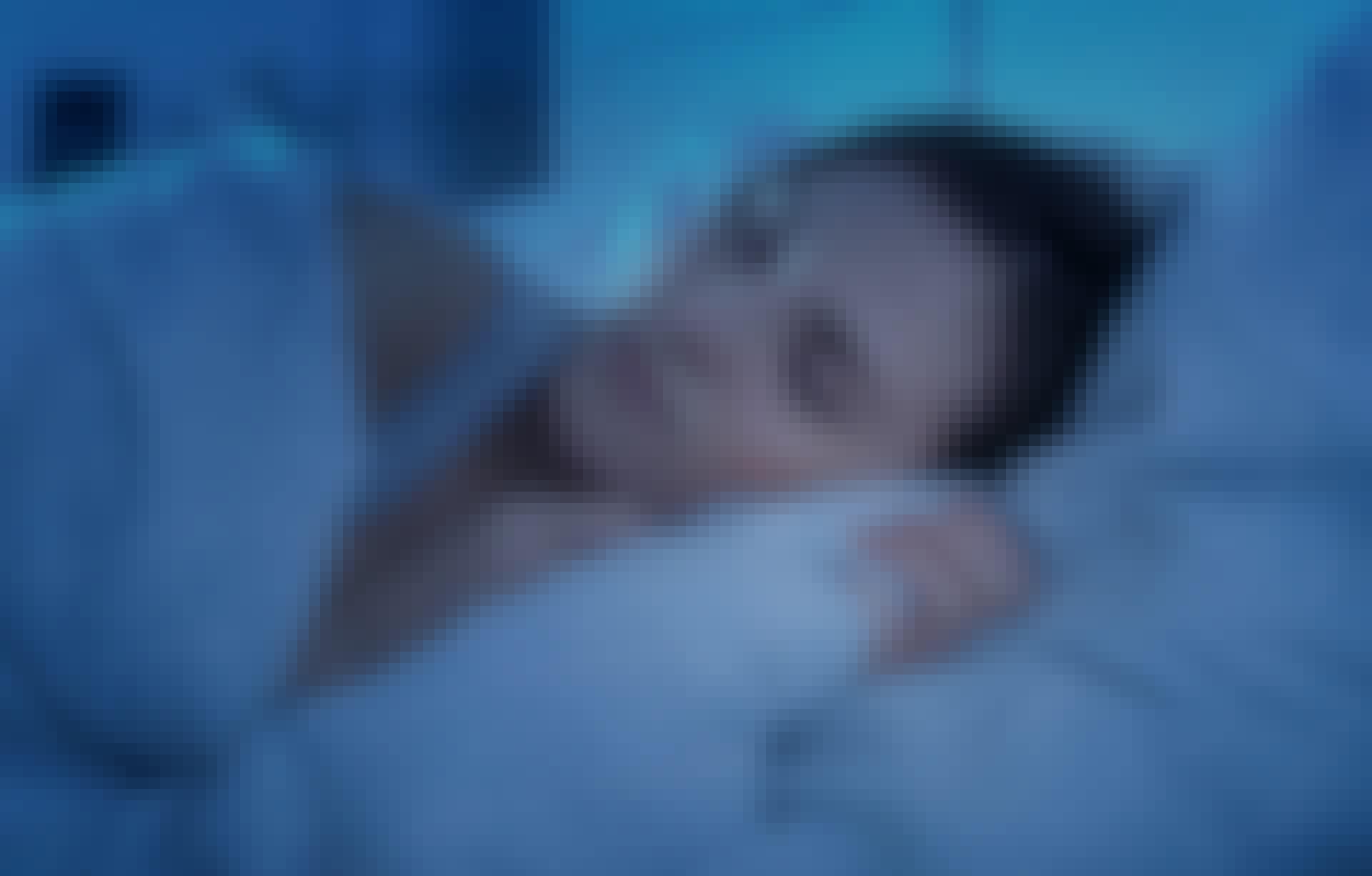 Nainen, sänky, uni