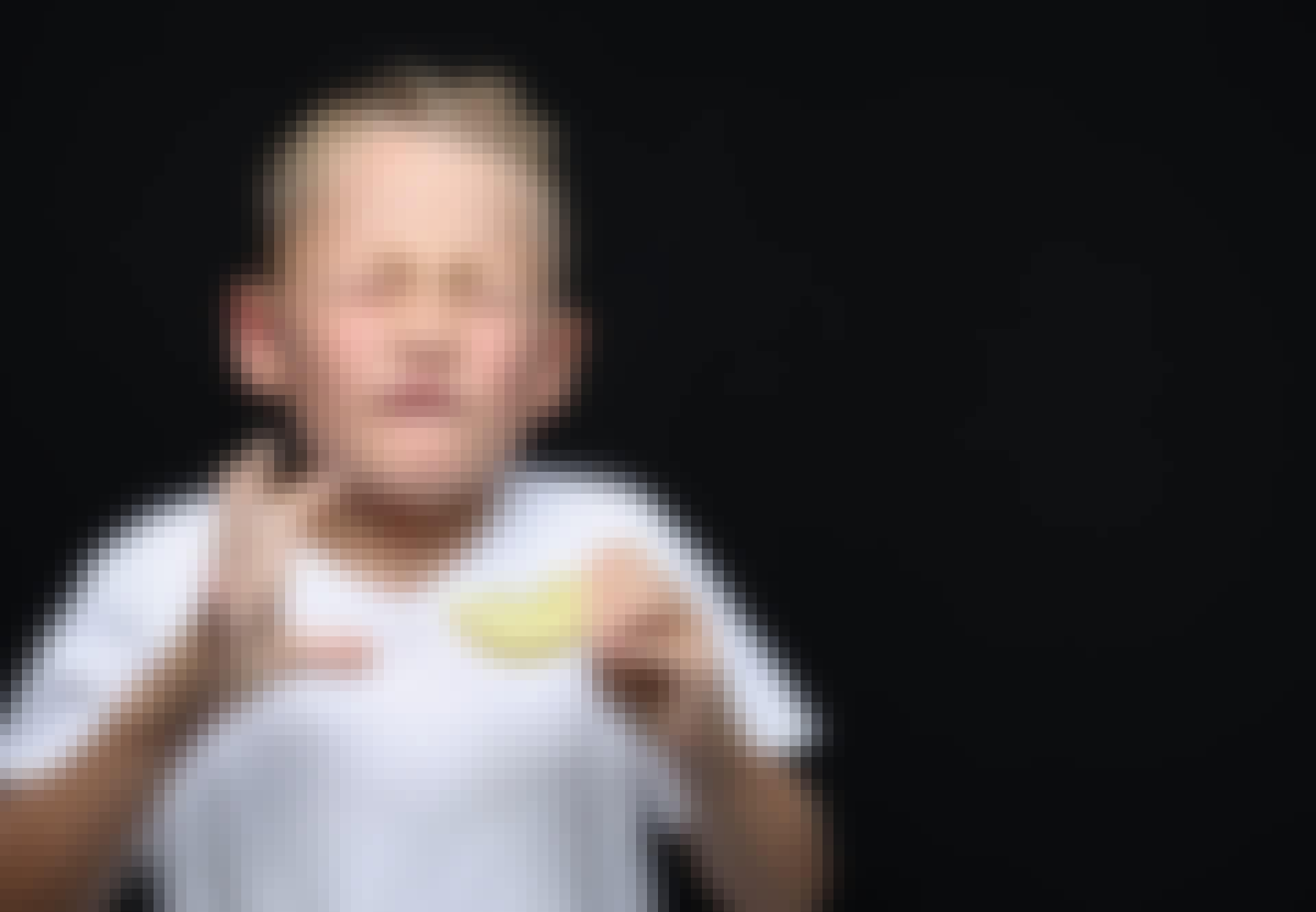 Dreng spiser sur citron