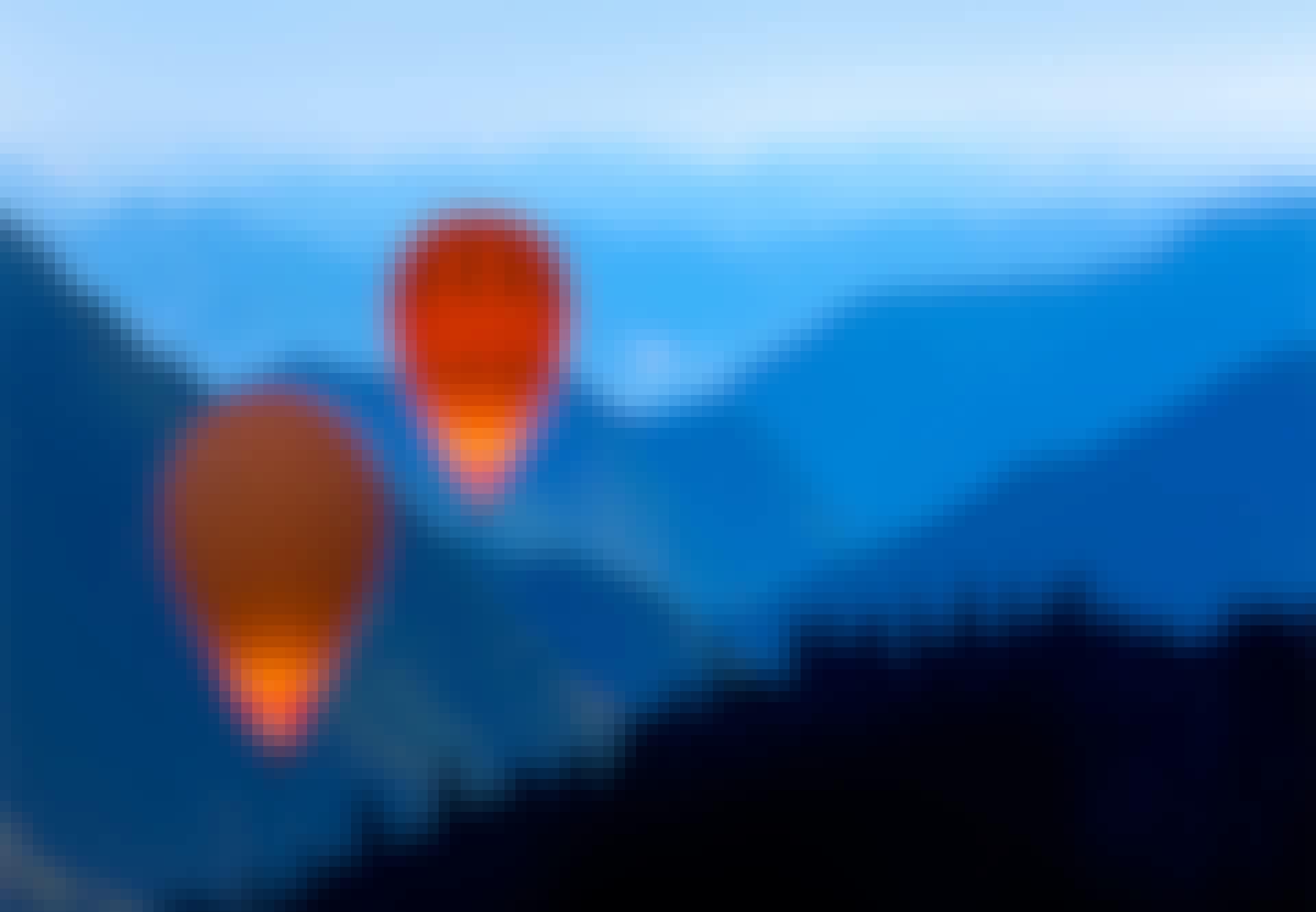 Ballonger-flyger-över-skog