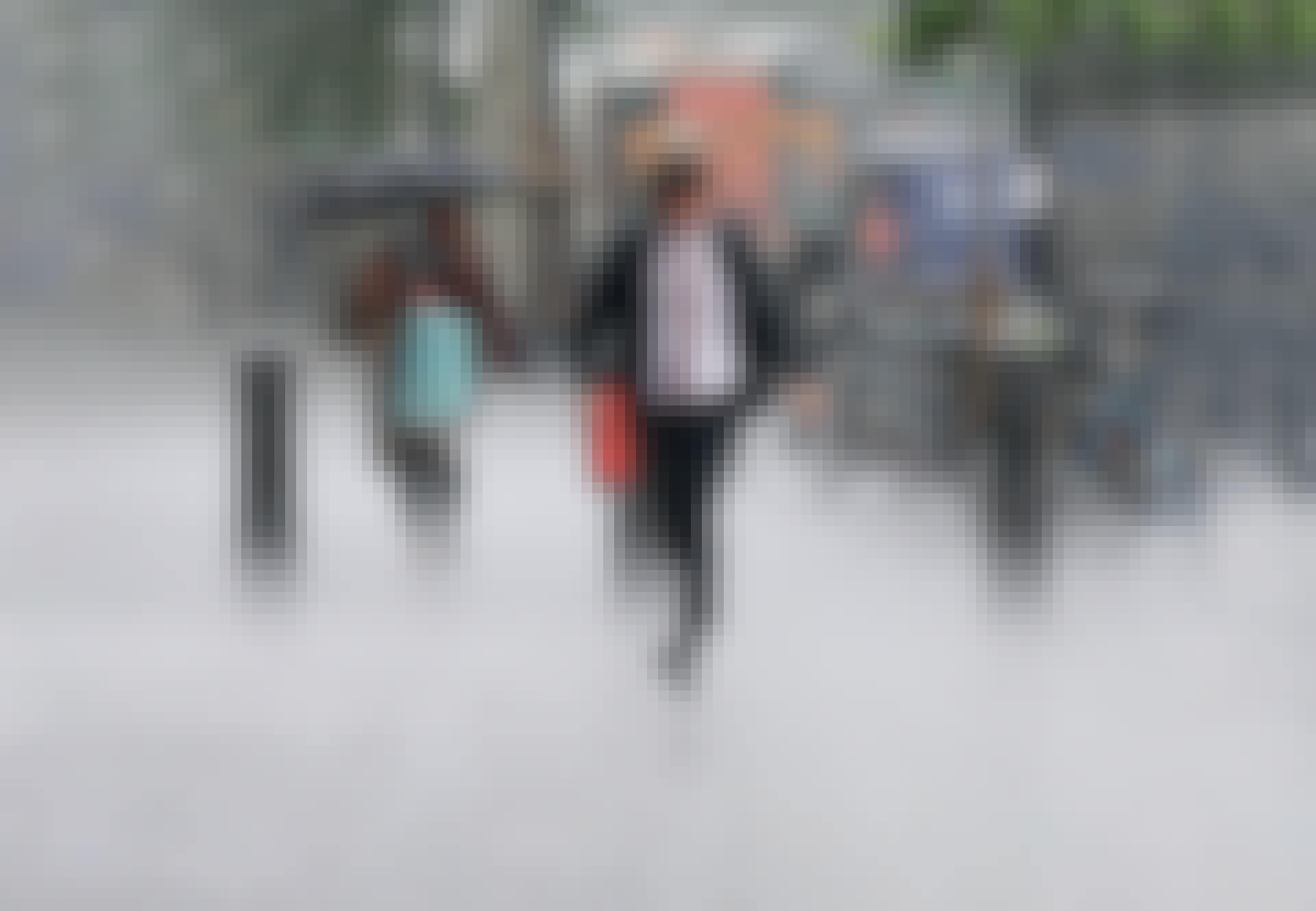 Jalankulkijoita sateessa